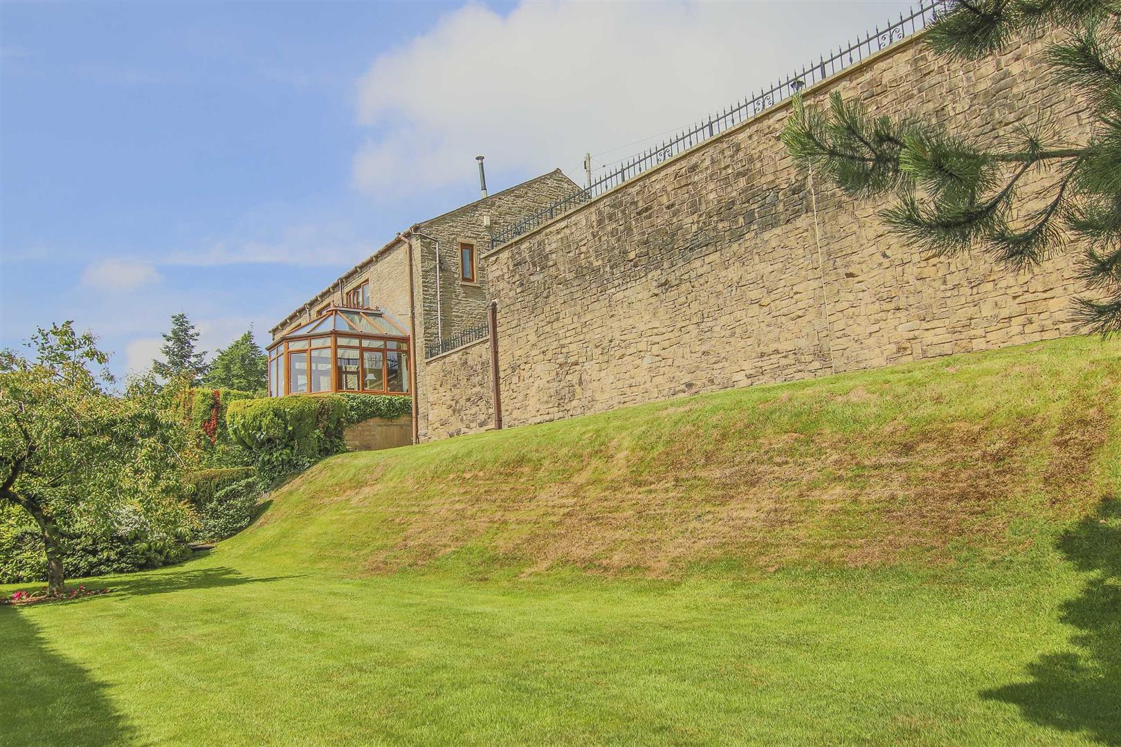 4 Bedroom Barn Conversion For Sale - p033135_34.jpg